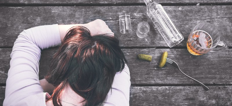 7 Remedies to deal with party hangover - new years party